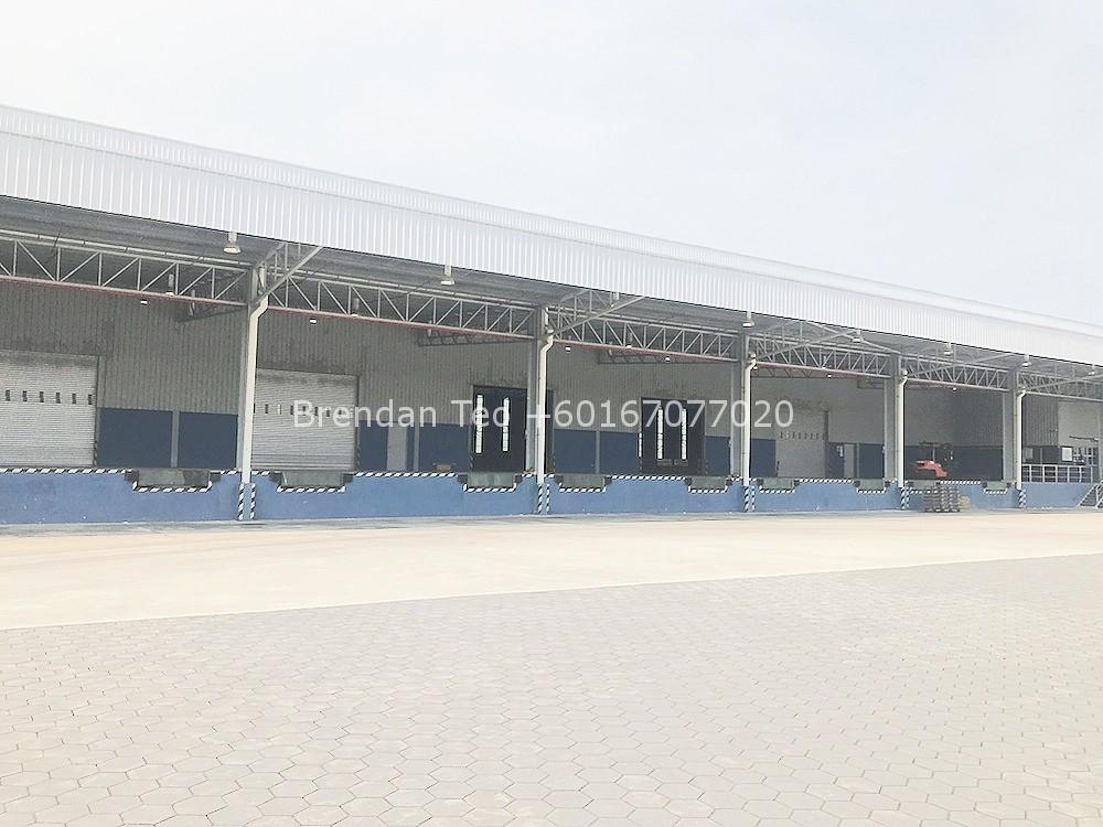 Johor Factory Malaysia Industry IMG-20200619-WA0023_mh1592894907120 Gelang Patah 150K sqft Warehouse with Dock Leveler For Rent